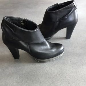 Browns Italy made leather zipper booties